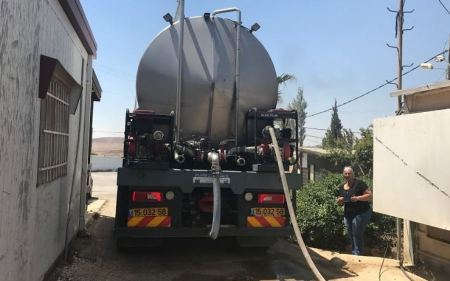 Israeli settlers steal Palestinian water in West Bank village
