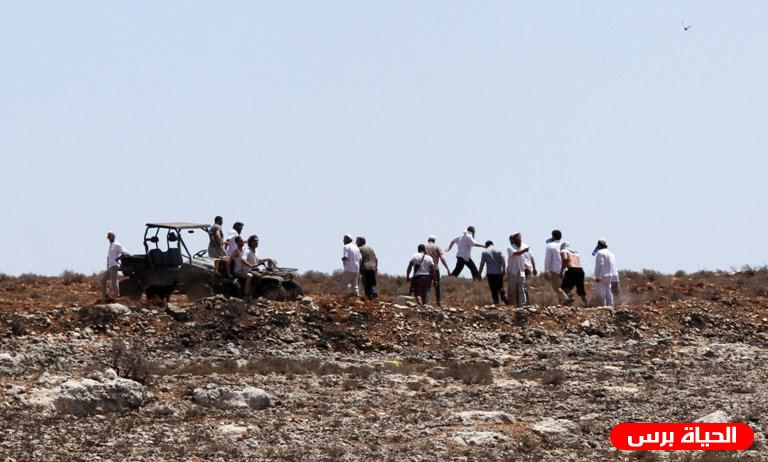 Palestinians prevent Israeli settlers from stealing land near Ramallah to set up an illegal outpost