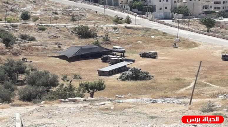 Settlers set up mobile home as means to seize Palestinian land east of Hebron
